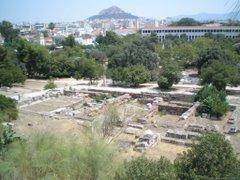 L'àgora d'Atenes. Al fons el Licabet.