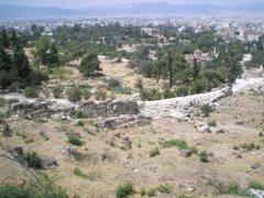 L'àgora. Al fons, temple dedicat a Hefest i a Atena.
