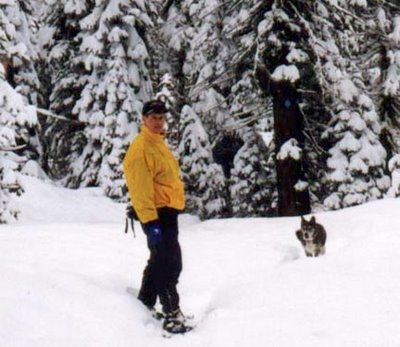 Image of Muki and Paul snowshoeing