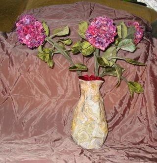 Vaas met hortensia's