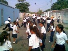 """Alumnos y alumnas de la E.B.E. """"19 de Julio"""" toman sus calles..."""