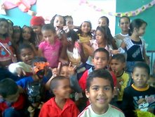 "Niños de 1º grado celebrando el Carnaval 2007. E.B.E. ""19 de Julio"" Guacara"
