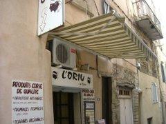 ボニファシオ旧市街にあるコルシカ食料品店