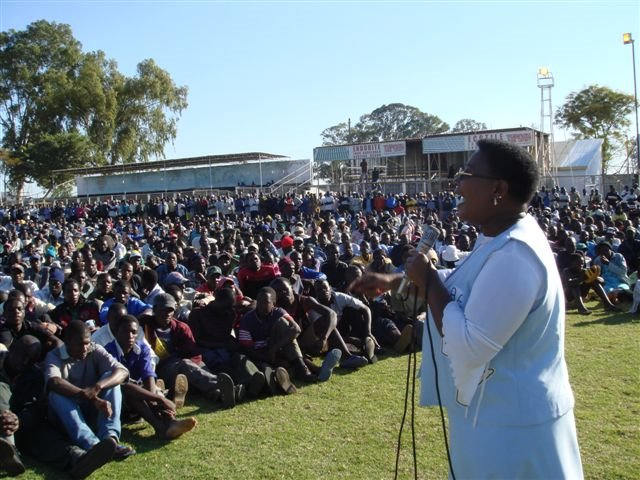 MDC V P THOKOZANI KHUPE ADDRESSING RALLY IN MUTARE!!!!!!