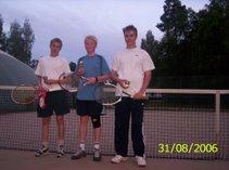 Tennisvuorot alkavat Kaupin hiekkanurmella jälleen toukokuussa iltaisin