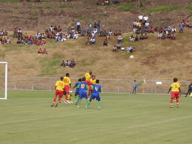 ONE PNG DEFENDER HEADING THE BALL AWAY FROM SI PLAYERS