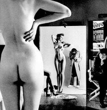 H. Newton, Fotografo, la dama de la derecha es su esposa...