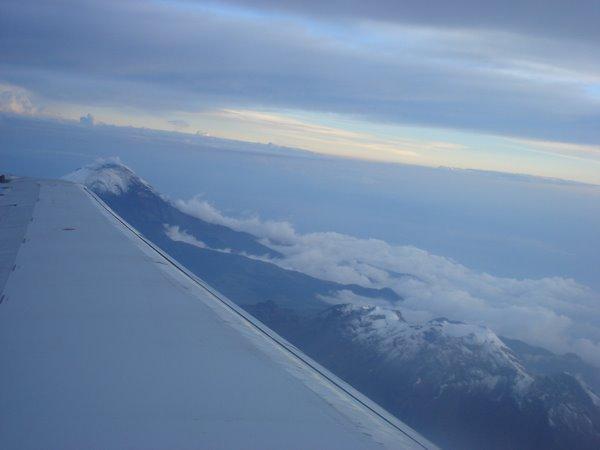Vista aerea de las montañas que rodean el D.F.