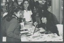 """Firma """"Orillas del Mundo"""". Feria del Libro."""