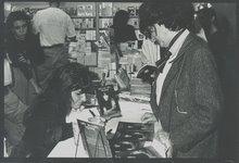 Firma de ejemplares en la Feria.