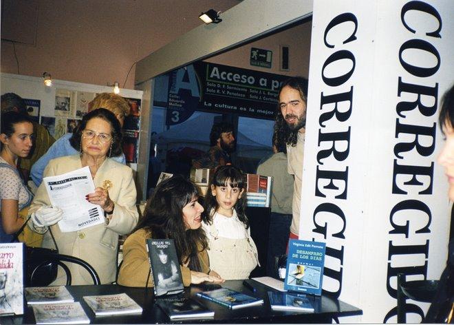 Feria del Libro. Firma de ejemplares de mis libros en el Stand de Ediciones Corregidor.