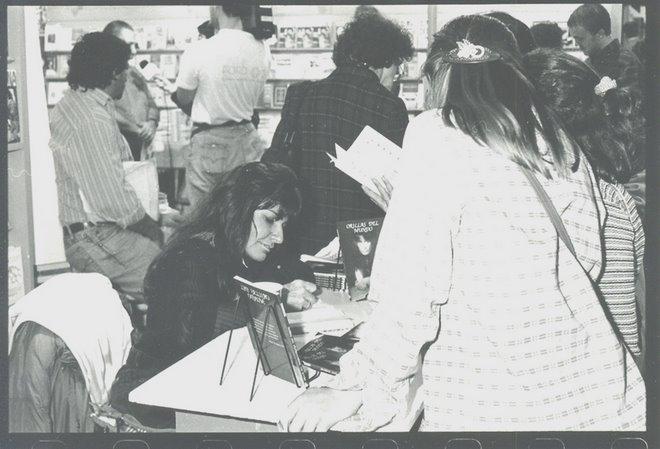 """Feria del Libro por """"Orillas del Mundo"""". Año 1996."""