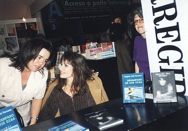 Feria del Libro. Firmando ejemplares de mis libros en el Stand de Ediciones Corregidor.