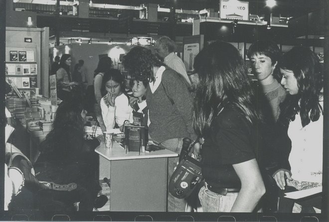 """Feria del Libro """"Orillas del Mundo"""". Año 1996."""