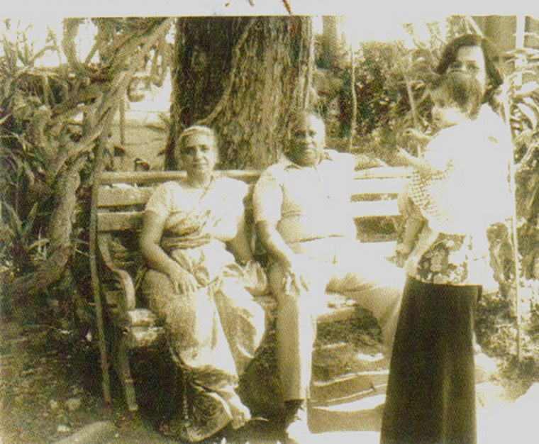 Payal Rohatgi with mom and her naniji and nanaji in Chandigarh