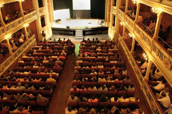 Acte central: ple històric al Bartrina