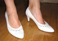 Fina vita skorna