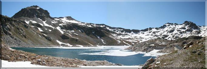 Panorámica desde el Ibón Alto de Brazato ....