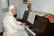 B XVI and his piano