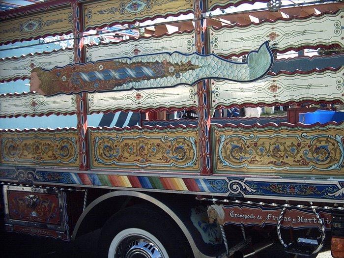 Camión fileteado por Ricardo Gomez junto a su discipulo Alejandro