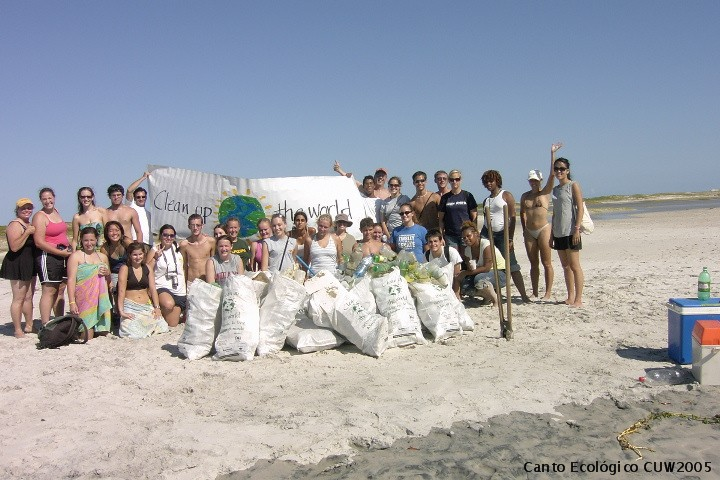 "Clean Up the World....com o grupo ""Semester at Sea""....www.cleanuptheworld.org"
