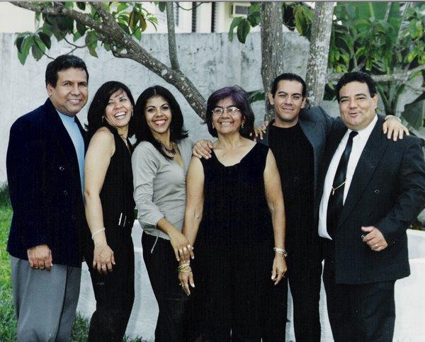 Con mi Mamá y mis Hermanos