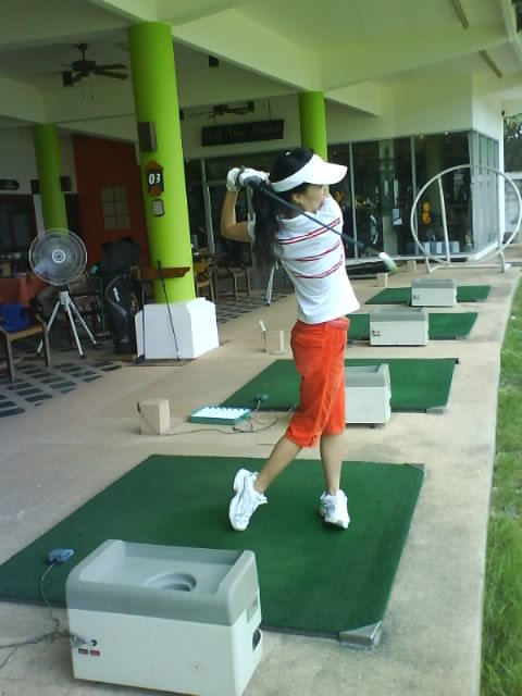 Golf at Chaophya park hotel
