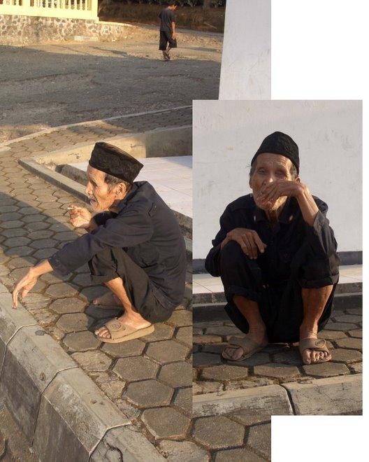 Sundanese Smoker at Sunday Market, Parakansalak, 2006