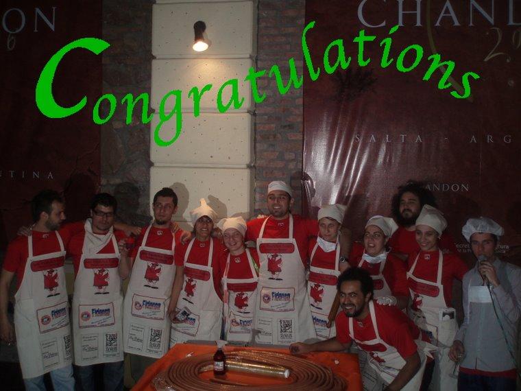 Los pasteles junto a Max y Lowrey and Chapa el dia que batieron el record Guiness