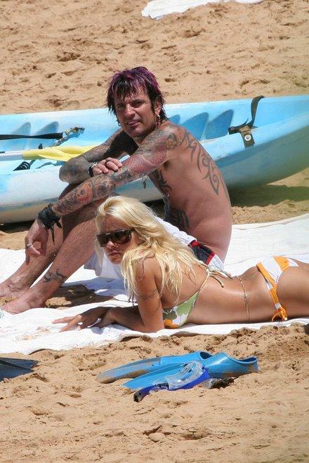 Pamela Anderson och Tommy Lee sedda tilsammans pa beachen.