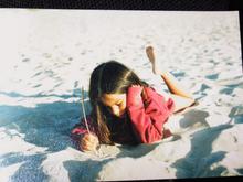 Escribiendo en la arena.