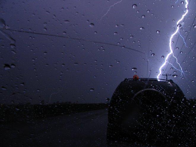 vehicule de ACO frapper par la foudre
