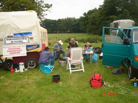 Even relaxen eten en kamp opzetten