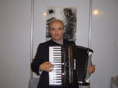 Me playing my Fr3s in an Art Exhibition in Tabriz