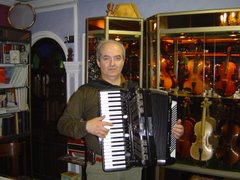 Playing my FR7 in a music store in Tabriz