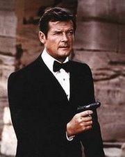 ROGER MOORE, 007