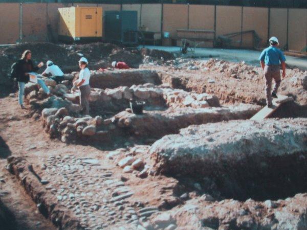 Excavaciones en la Plaza de Armas de Santiago