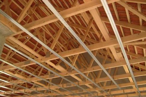 Le blog de la plaque de pl tre 01 11 06 01 12 06 for Plafond ossature bois