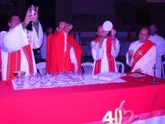Para ver mais fotos da Missa de Pentecostes, entre no blog=  http://pentecostesuberaba.blogspot.com