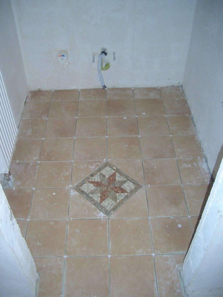 Kieselsteine Dusche Verlegen : Kieselsteine. Die werden wir aber erst nach dem Verfugen freilegen