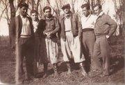 El de las manos cruzadas, mi padre, Leonardo Madrid (Negro)