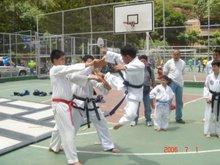 Rafael Paz realizando rompimiento salto lateral