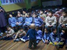 Gabriel compartiendo para los niños