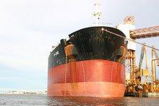 Navio sendo Carregado no Porto