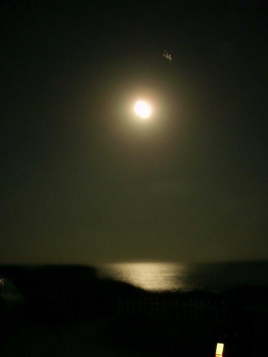 BLUE BAR, no es tracta d' una posta de sol, aquí la lluna plena ja feia una estona que acompanyava