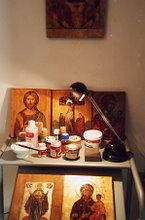 Hieromonje Macario realiza reproducciones de Iconos por encargo