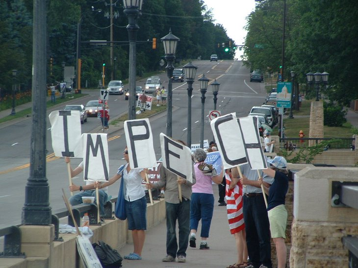Minnesotans say: End the war in Iraq... IMPEACH Bush & Cheney