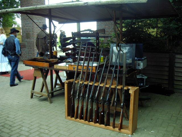 mijn kraam met antieke geweren op het western weekeind in horst in 2005