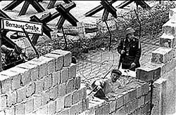 Construção do Muro de Berlim em 1961