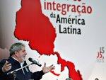 Lula discursando no foro